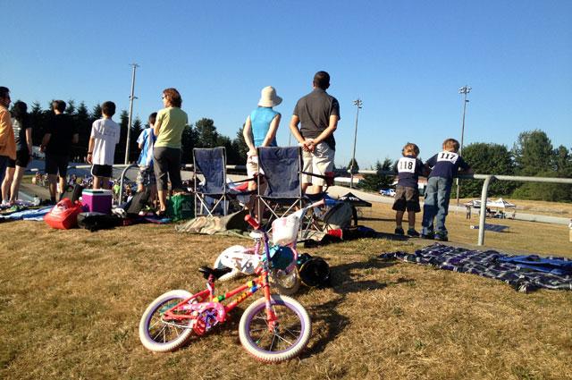 Picnicking spectators