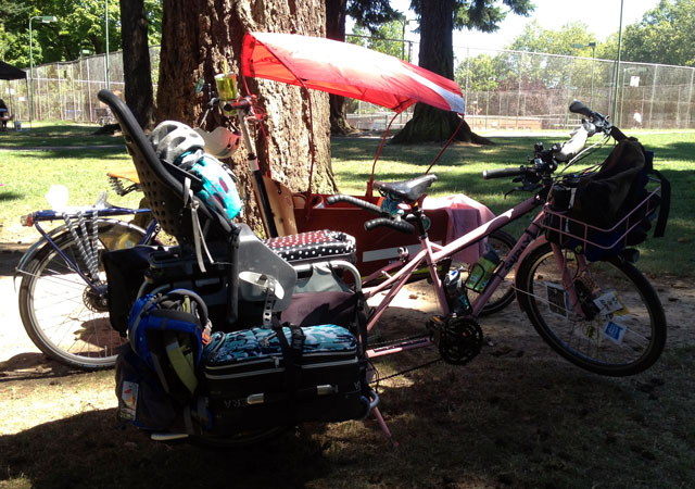 Kath's bakfiets with canopy