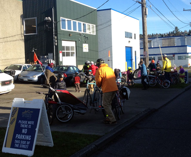Kidical Mass arrives to Reuben's Brews